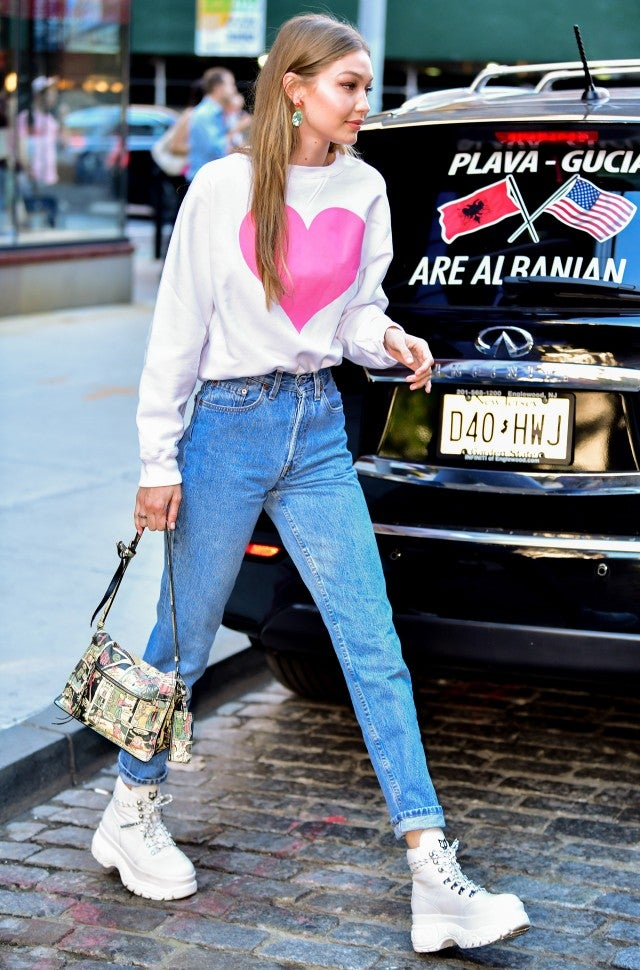 4 Stylish Jean Outfits You Havent Thought Of Yet That Are Worn By