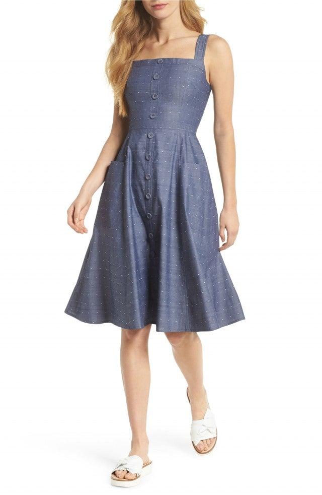 022bc43526d3b Meghan Markle Pulls Off Casual Royal Style in an Elegant Denim Dress ...