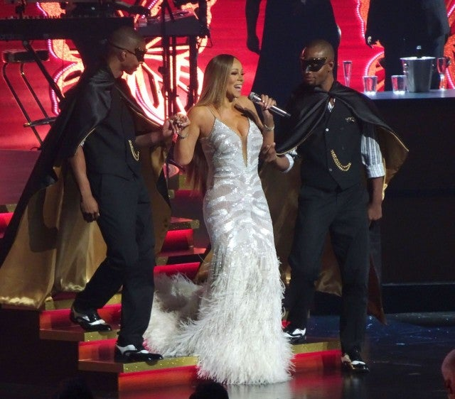 Mariah Carey Stuns in Dazzling Curve-Hugging Gowns For Las Vegas ...