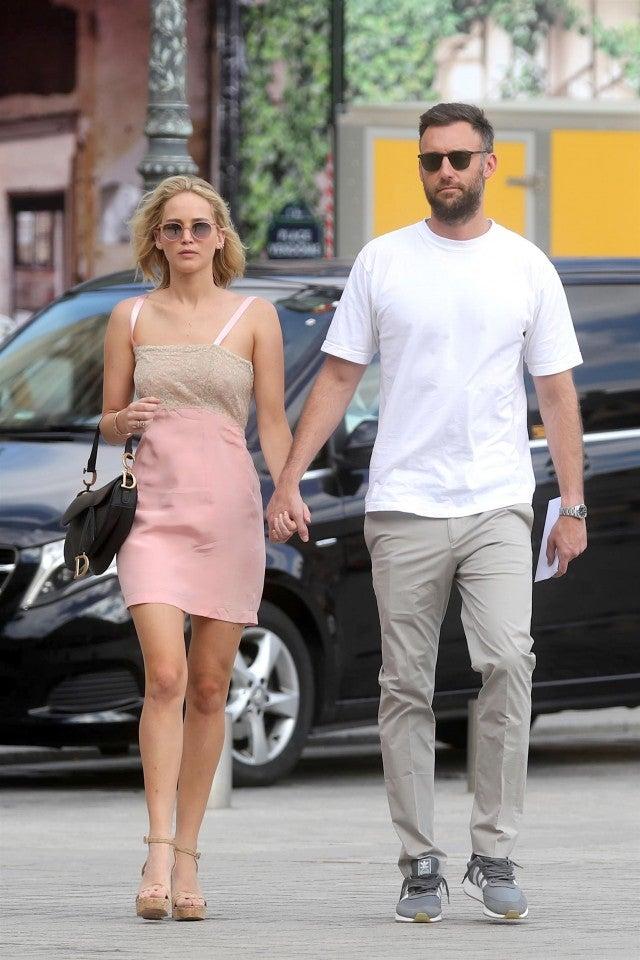 Jennifer Lawrence Holds Hands With Boyfriend Cooke Maroney ...