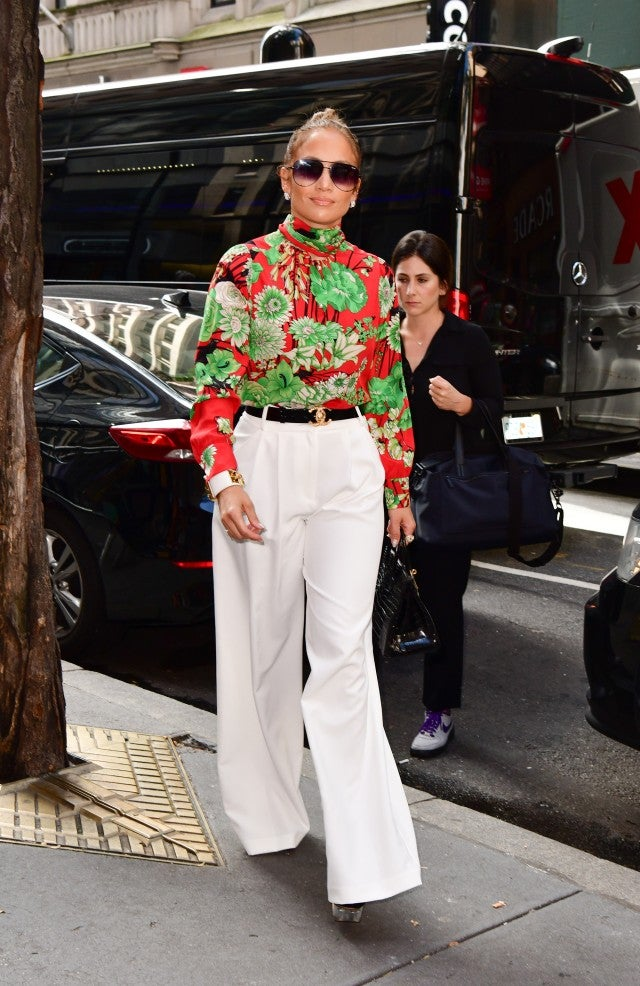 6ab0980c4be5 Jennifer Lopez Wears White Pants (Again) in the Most Fashion-Forward ...
