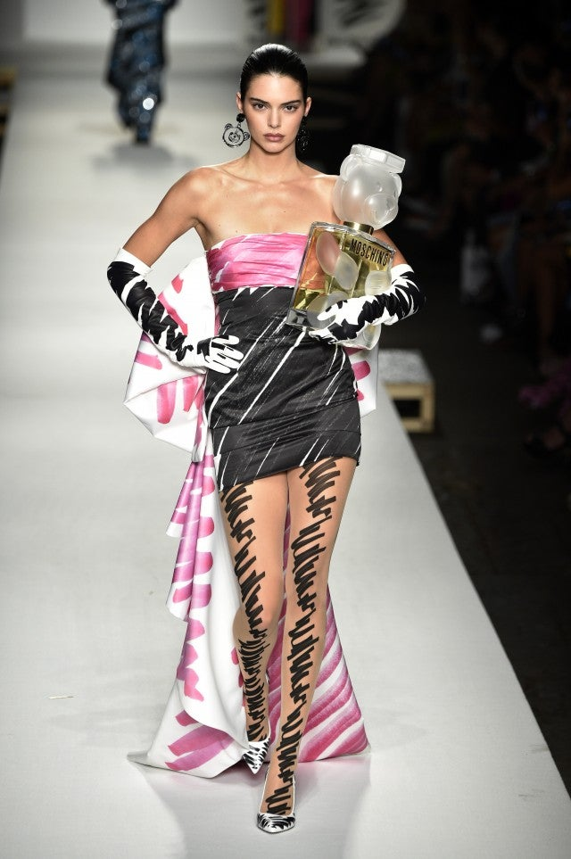 Kendall Jenner Moschino runway second look