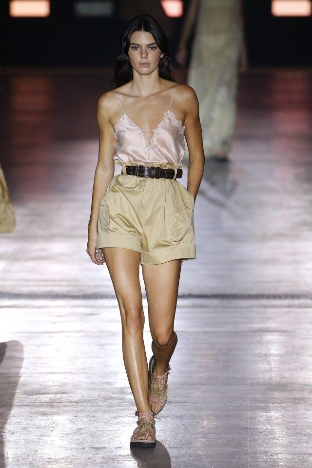 Kendall Jenner Alberta Ferretti runway