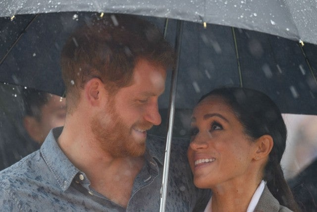 Melbourne crowd serenades Prince Harry, Meghan with wedding song