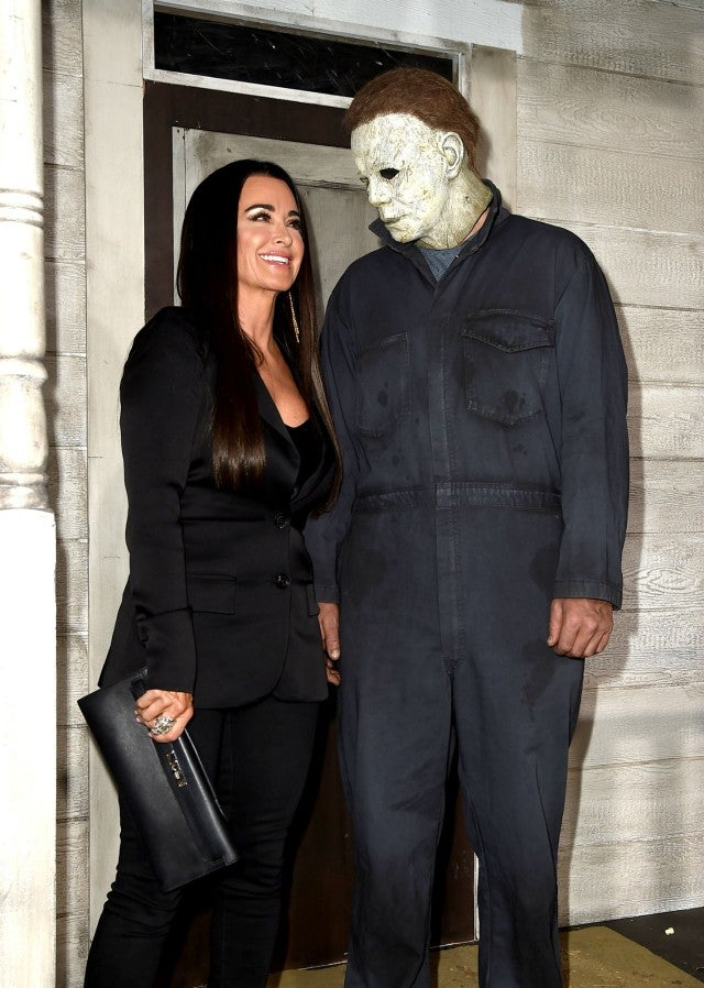 kyle richards attends  u0026 39 halloween u0026 39  premiere 40 years after she was a child star in the original