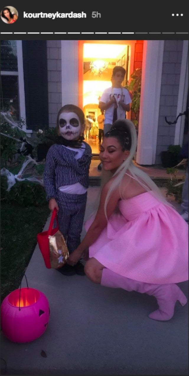 Ariana Grande Halloween Costume 2019.Kourtney Kardashian Is The Spitting Image Of Ariana Grande In Epic