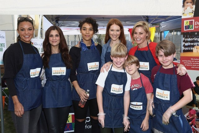 Julie Bowen and Kids at Feeding America