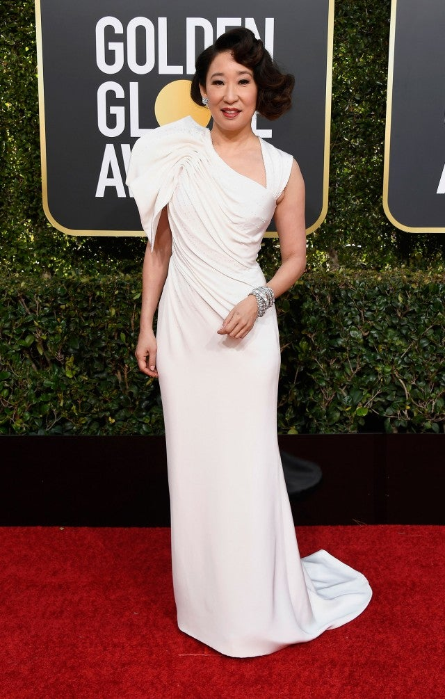 Sandra Oh Wows In White On The 2019 Golden Globes Red