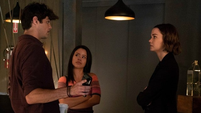 Noah Centineo Heats Things Up in 'Good Trouble' Debut
