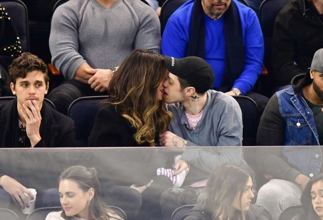 Kate Beckinsale Kisses Off Meme Mocking Her Makeout Sesh With Pete Davidson