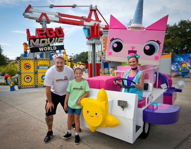 Joey Fatone with daughters at legoland