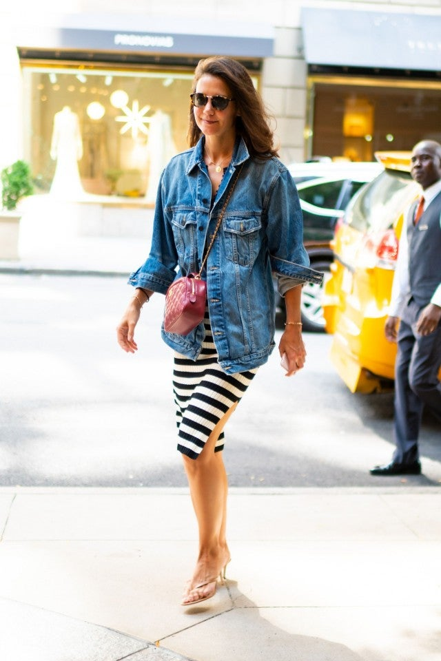 Katie Holmes walks through midtown Manhattan on Aug. 18