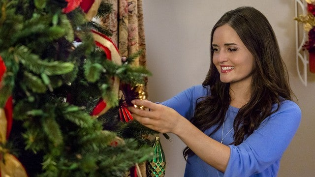 Coming Home For Christmas 2019.Hallmark Christmas Movies 2019 Full List Schedule And