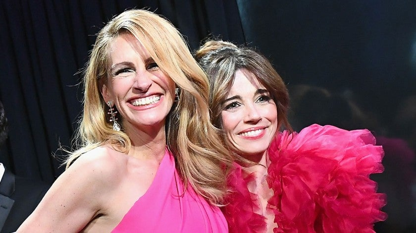 Julia Roberts and Linda Cardellini