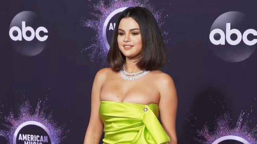 2019 AMAs: Watch Selena Gomez Arrive in Chartreuse Mini Dress
