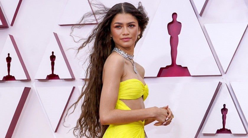 Zendaya Stuns in Yellow Cut-Out Dress That Glows in the Dark at 2021 Oscars | Entertainment Tonight