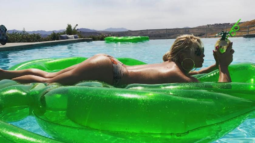 Jessica Simpson's topless birthday Instagram pic