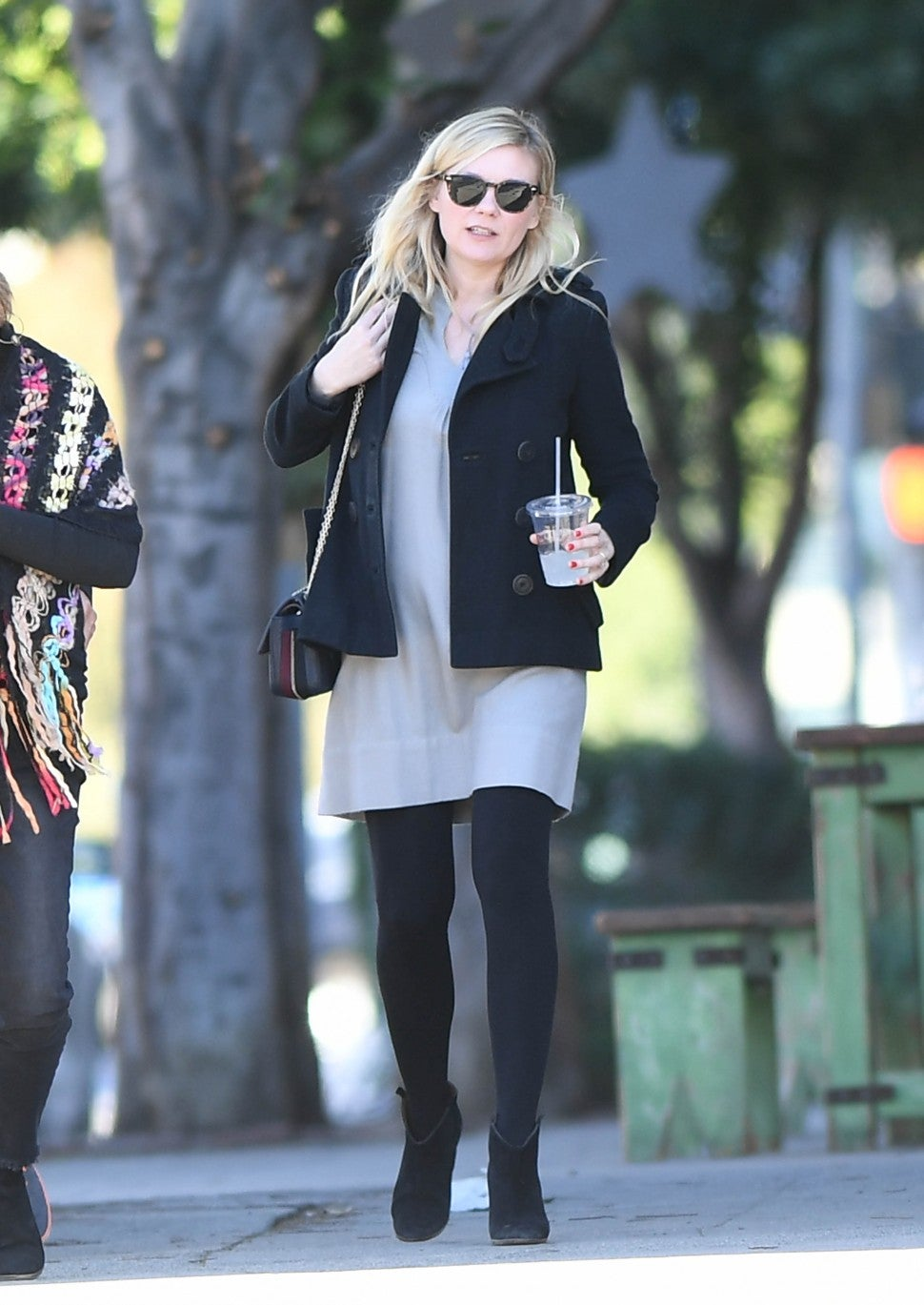 Kirsten Dunst gets lunch with inlaws