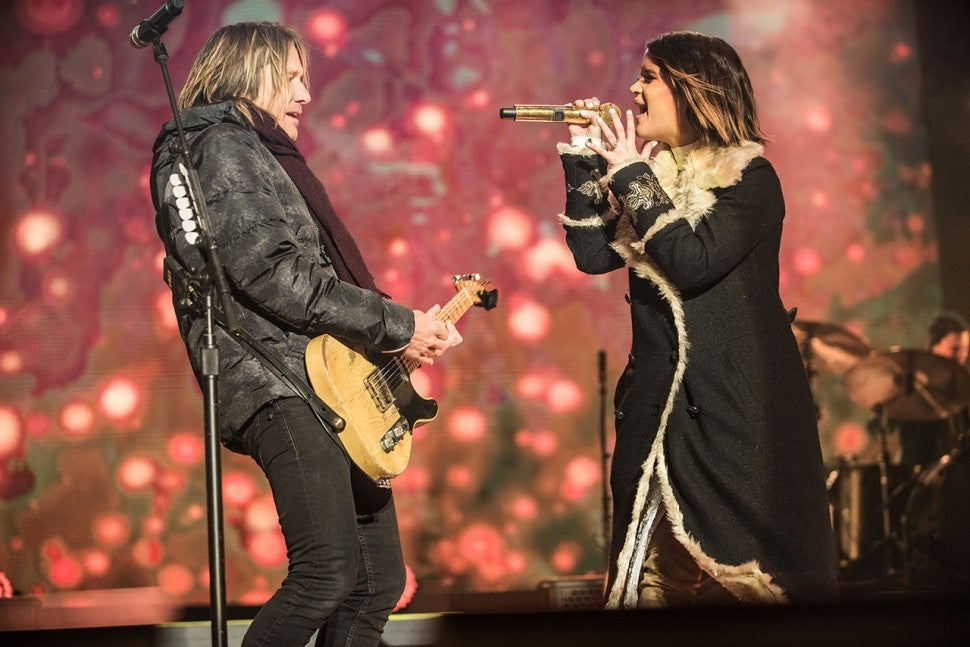 Keith Urban and Maren Morris perform on NYE