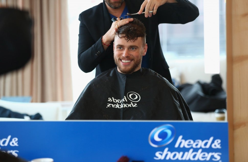 Gus Kenworthy at head& shoulders at olympics