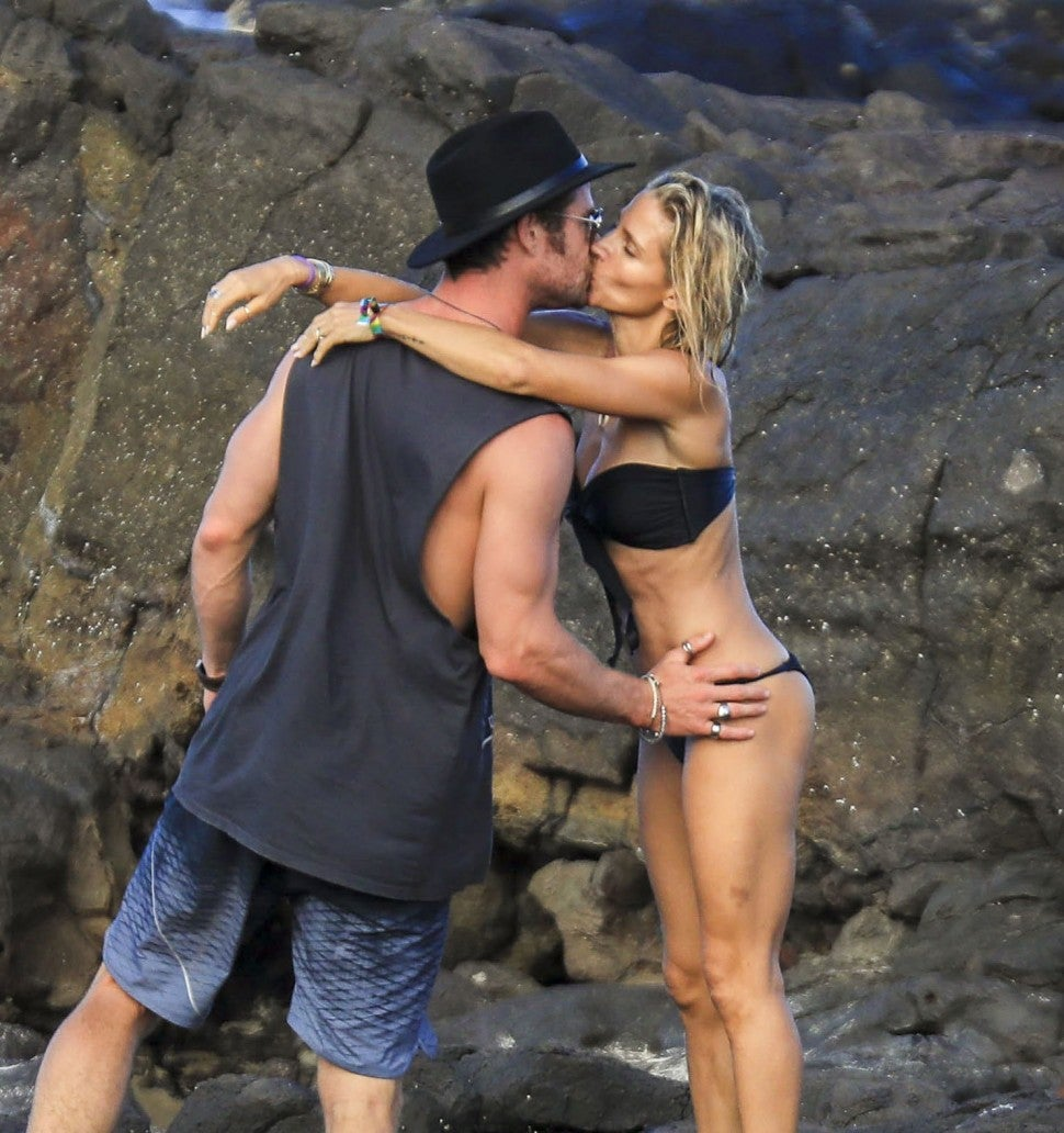 Chris Hemsworth kisses wife Elsa Pataky in Australia.