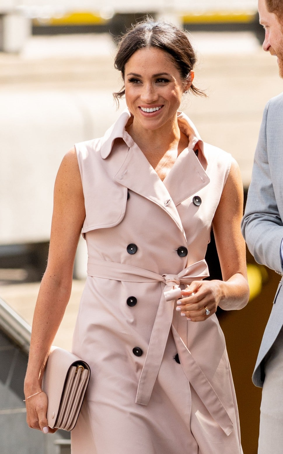 Meghan Markle trech coat dress