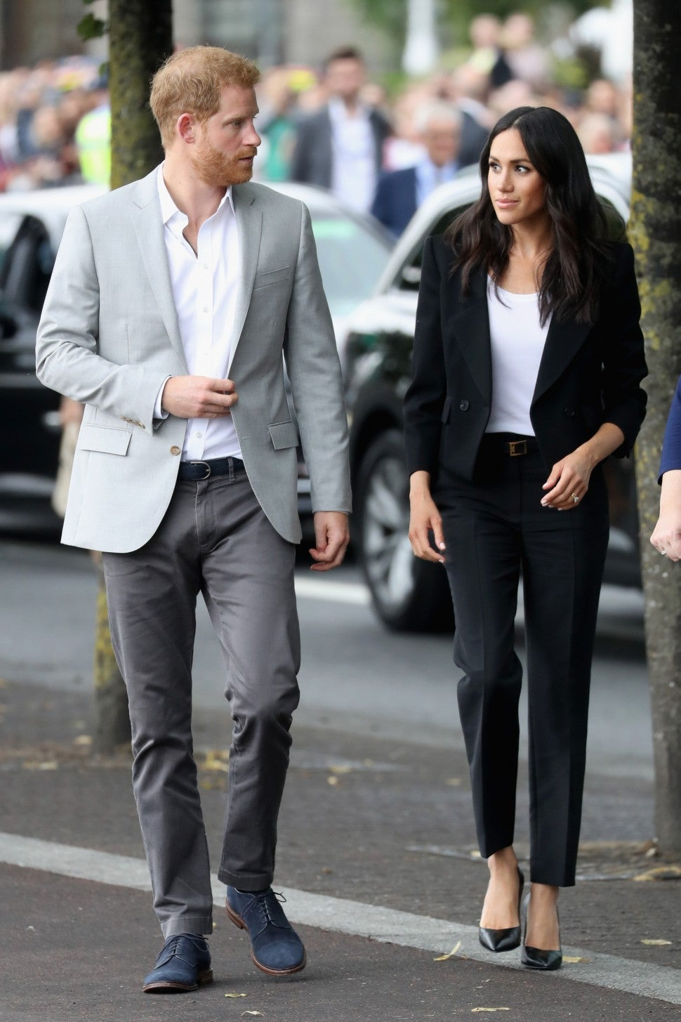 meghan markle looks like rachel zane from suits in her latest outfit entertainment tonight meghan markle looks like rachel zane