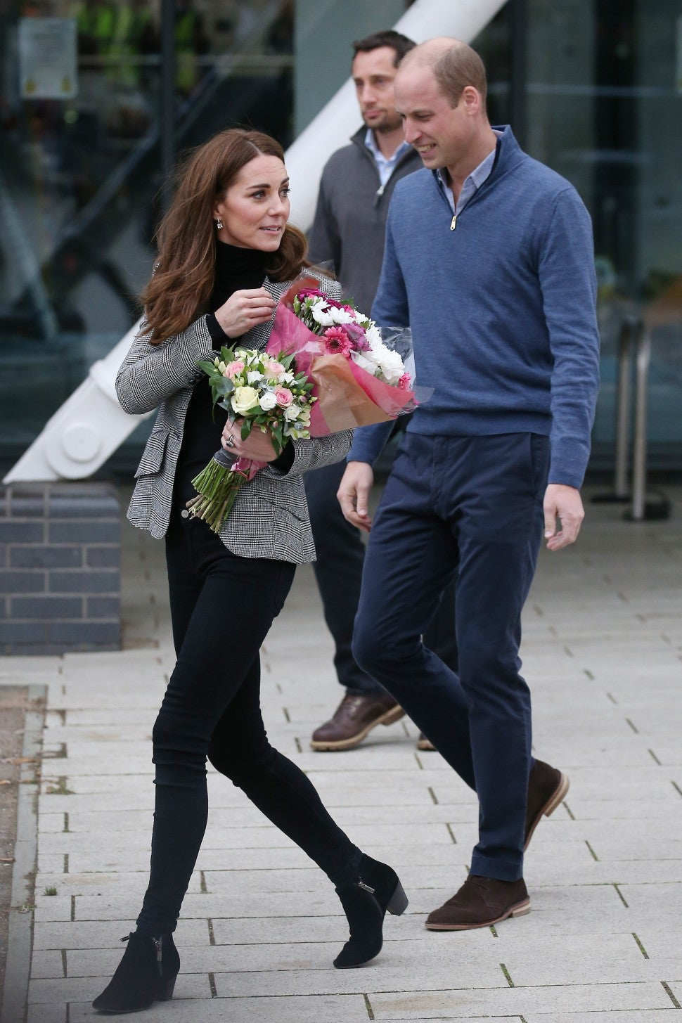 Kate Middleton in skinny jeans with Prince William