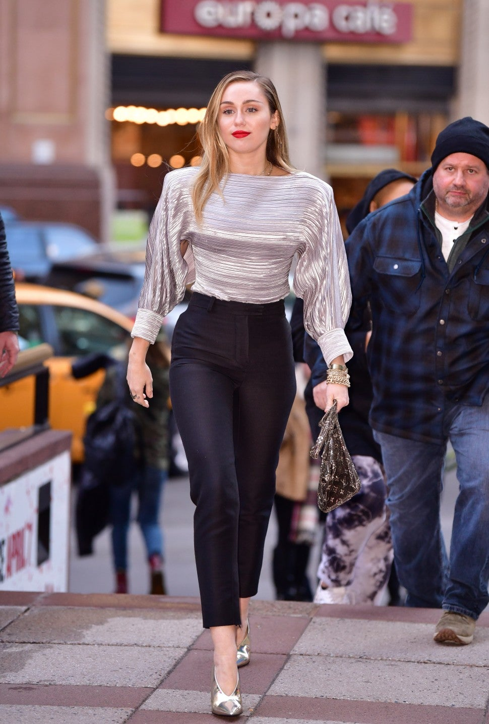 Miley Cyrus Outfit Is The Cool Girl Version Of A Holiday Party Look Entertainment Tonight