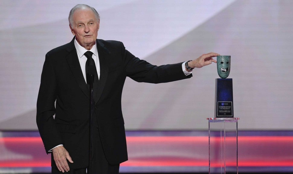 Alan Alda at the 25th Annual Screen Actors Guild Awards