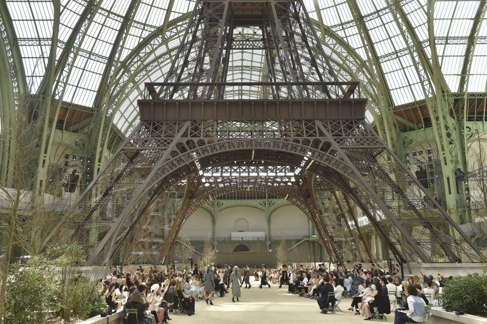 Chanel fall/winter 2017 couture Eiffel Tower set