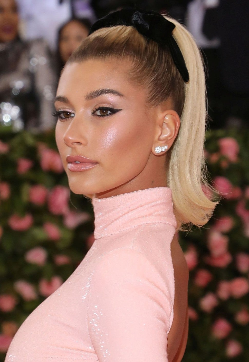 Hailey Bieber S Met Gala Glow Is Perfect For Summer Get The Look Exclusive Entertainment Tonight