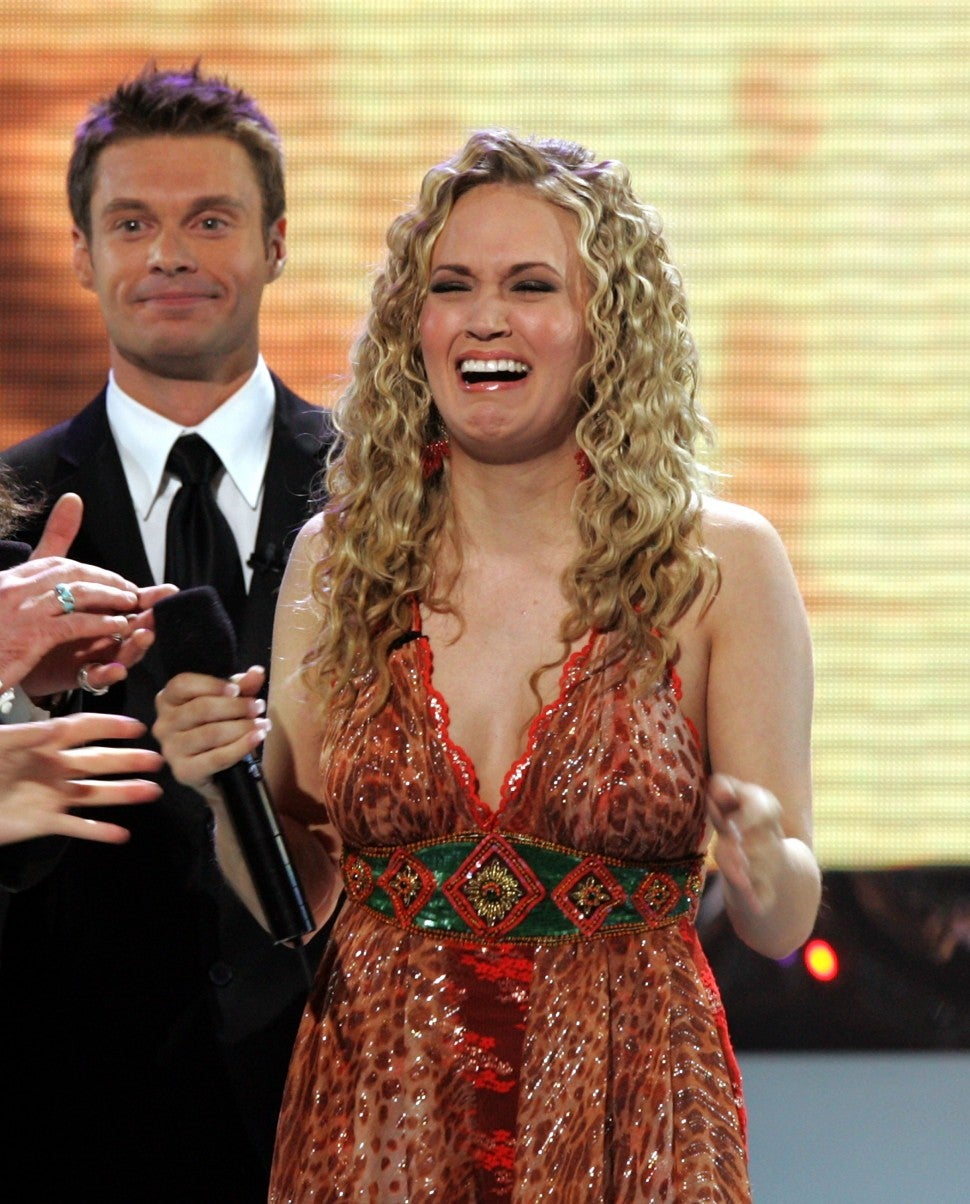 Carrie Underwood Celebrates American Idol Anniversary With Hilarious Throwback Pic You Can T Cry Pretty Entertainment Tonight