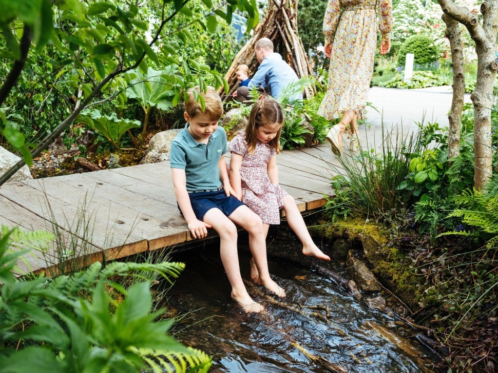 Prince George and Princess Charlotte in garden in may 2019