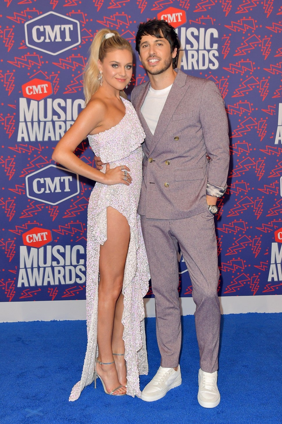 Kelsea Ballerini Jokes Husband Morgan Evans Is Too Supportive When It Comes To Red Carpets Exclusive Entertainment Tonight