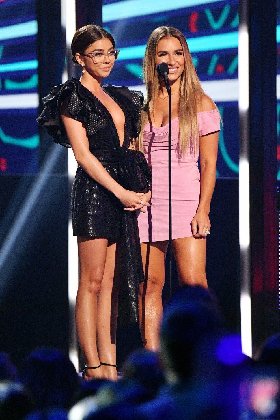Sarah Hyland Jessie James Decker 2019 CMT Music Award