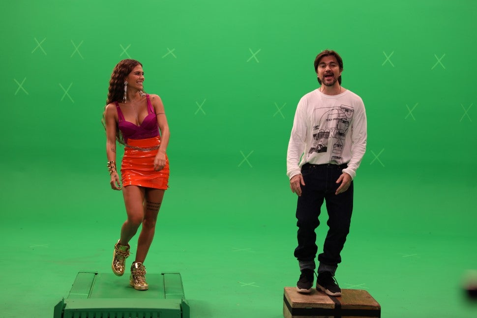 Greeicy and Juanes  Minifalda Behind the Scenes