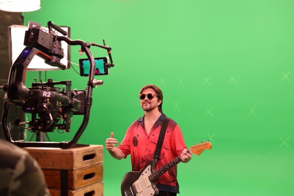 Juanes  Minifalda Behind the Scenes