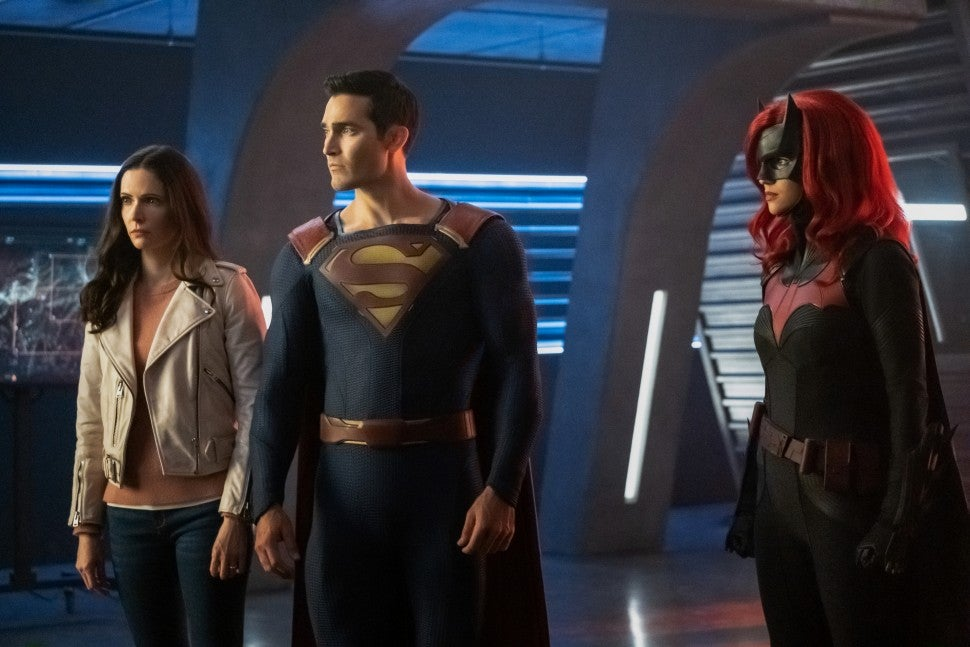 crisis on infinite earths supergirl batwoman superman