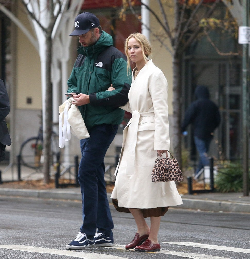 Jennifer Lawrence And Cooke Maroney Step Out In Nyc Together One Month After Wedding Pic Entertainment Tonight