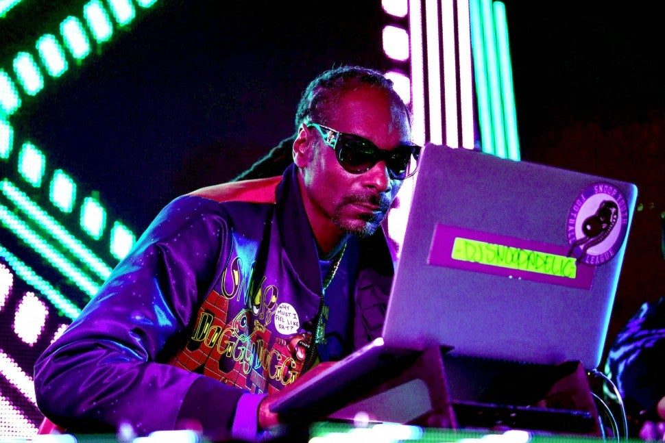 snoop dogg at rookie of the year party in miami