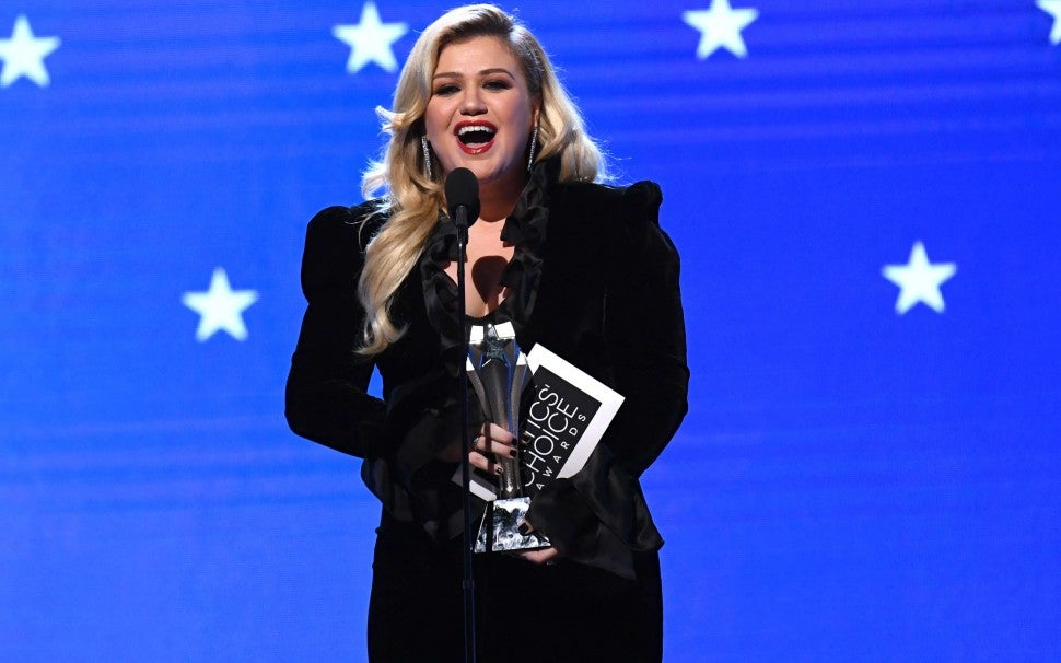 Kelly Clarkson at the 2020 Critics' Choice Awards
