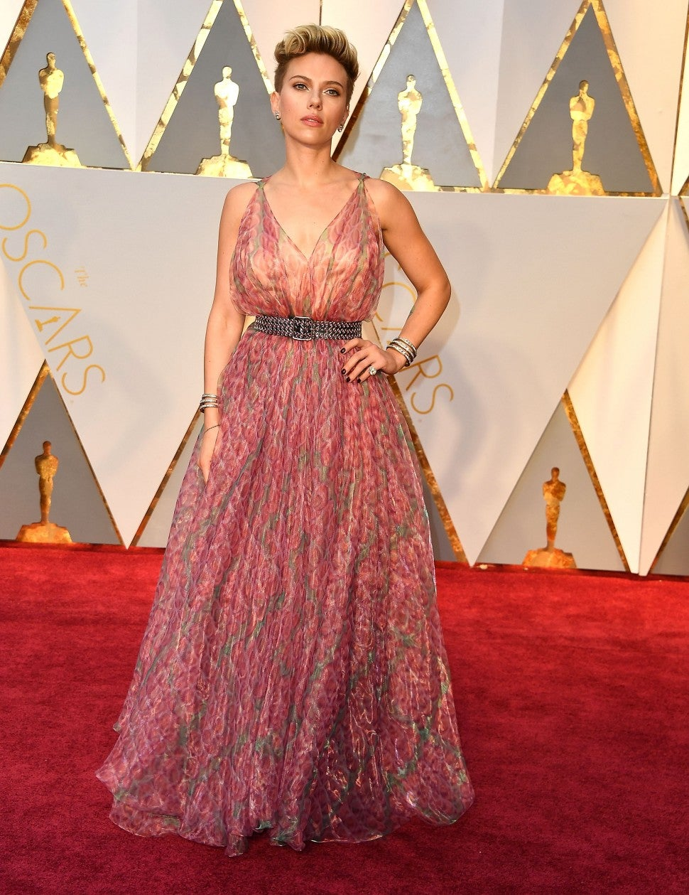 Scarlett Johansson Shines In Fringe Bustier Gown At 2020 Oscars Entertainment Tonight