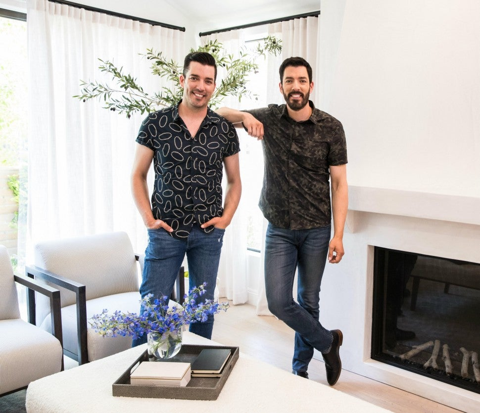 Brad Pitt Teams Up With The Property Brothers For A Special Home Renovation On New Celebrity Iou Show Entertainment Tonight
