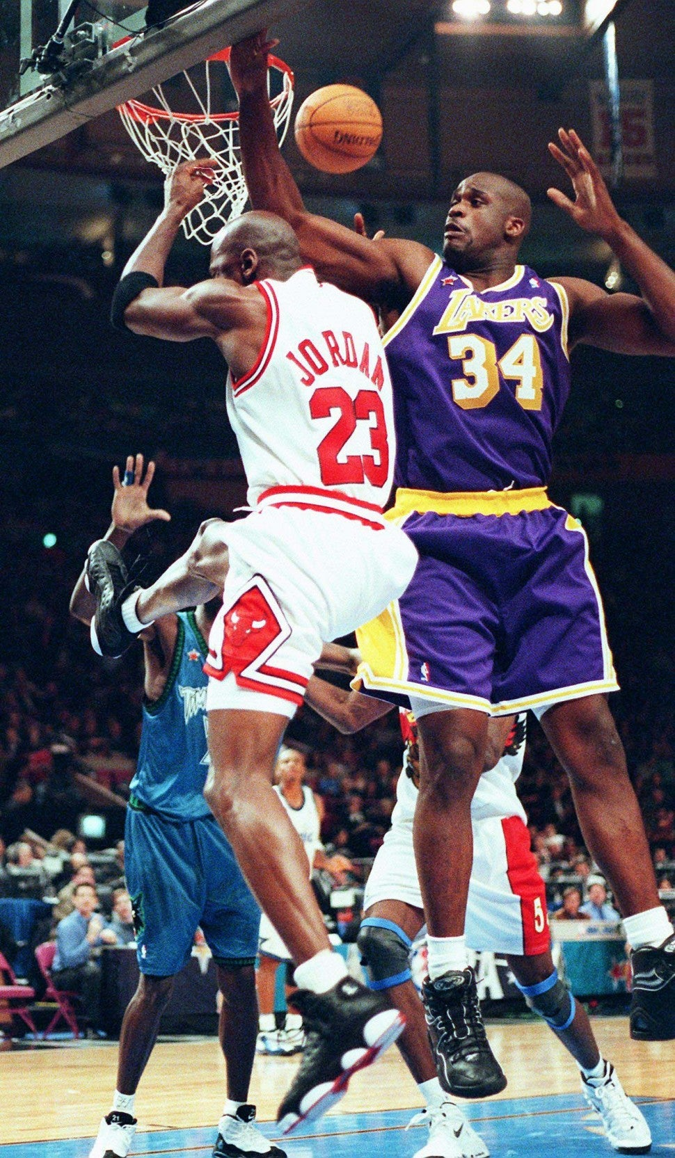 Michael Jordan (L) drives on the Los Angeles Lakers' Shaquille O'Neal (R) in the third quarter of the 1998 NBA All-Star Game at Madison Square Garden in New York City 08 February.