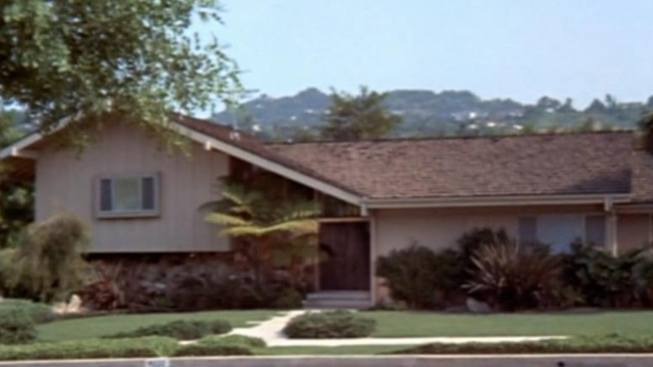 The Brady Bunch House Is For Sale    And ET Got An Exclusive Look Inside  The Iconic Home!