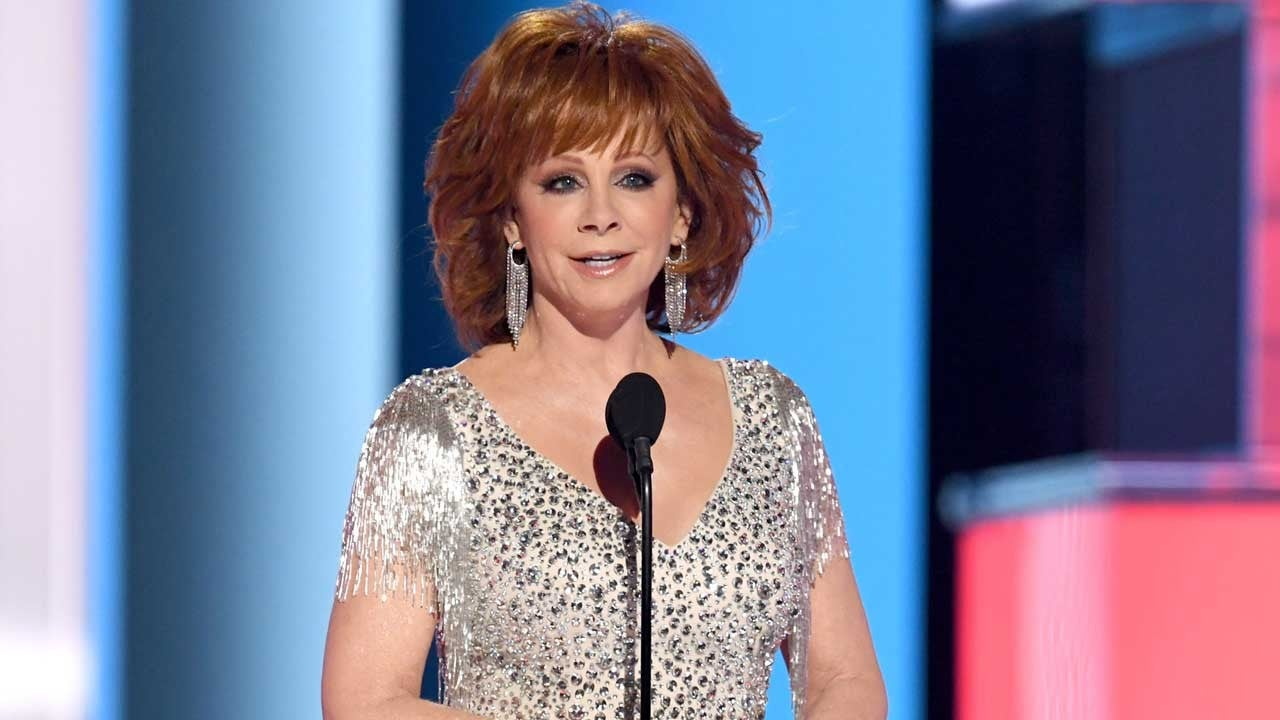 Reba McEntire Kicks Off 2019 ACM Awards for 16th Time With Cardi B Jokes and a Hilarious Monologue