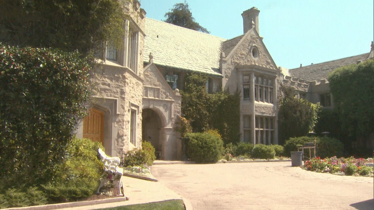 inside the playboy mansion over the years entertainment. Black Bedroom Furniture Sets. Home Design Ideas