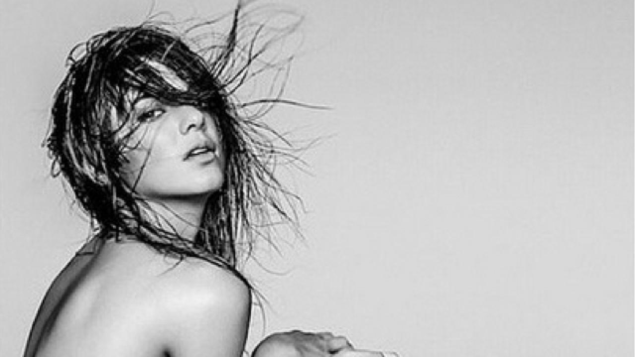 Kendall Jenner confuses fans with weird toes in nude