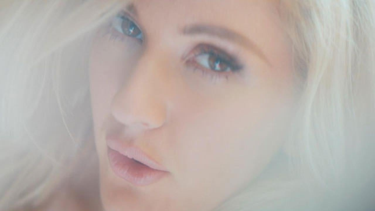 Ellie Goulding S Love Me Like You Do Video Features New